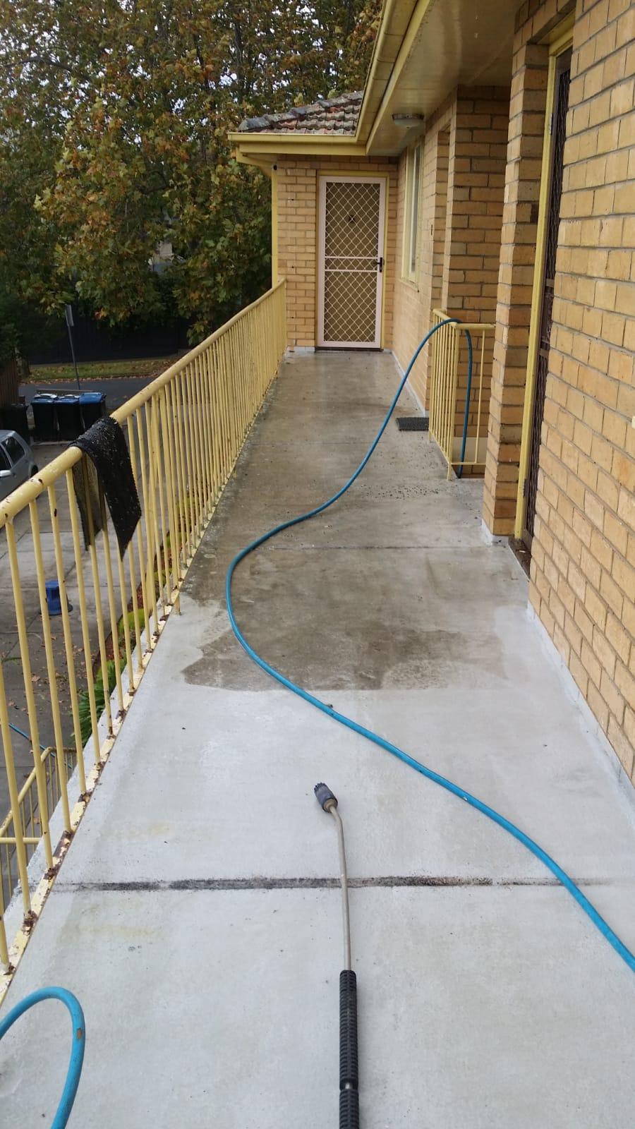 Apartment complex pressures wash cleaning Malvern