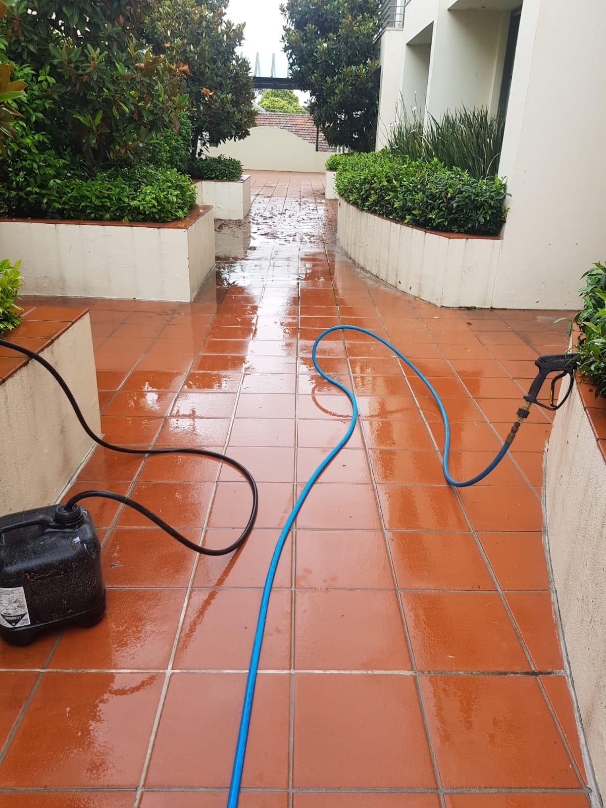 Apartment complex pressures wash cleaning Richmond