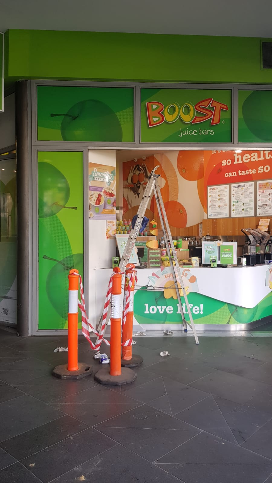 Boost Juice, Pressure wash cleaning, Chapel st Prahan