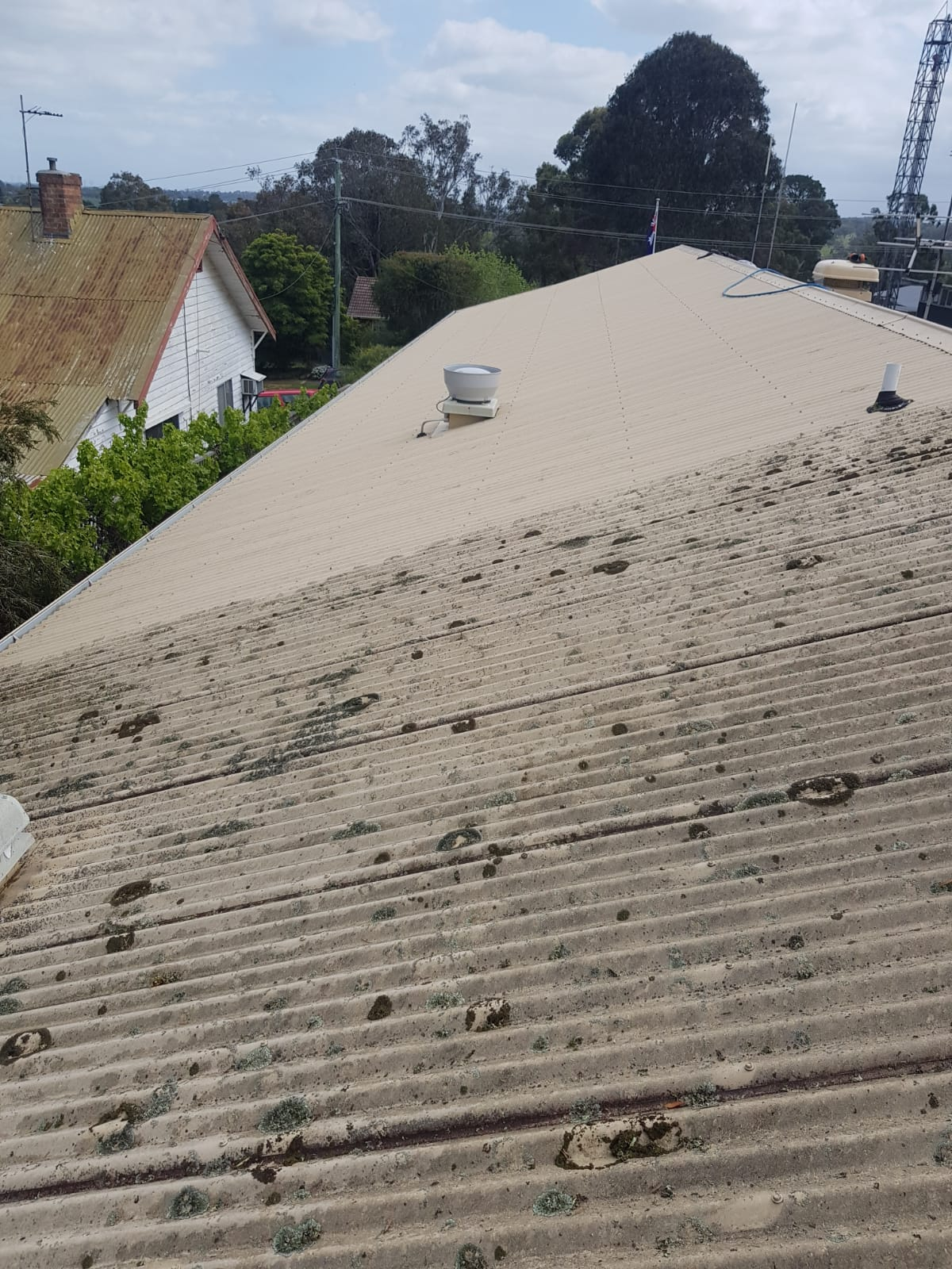 Bunyip police station roof pressure wash cleaning