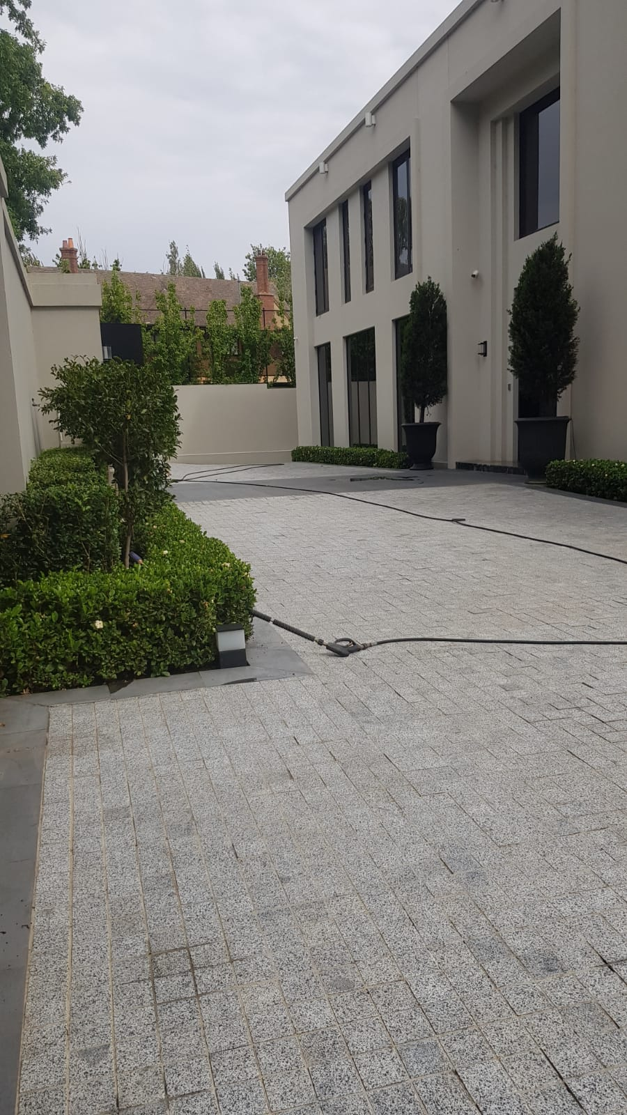 Office building pressure wash cleaning Linlithgow st Toorak