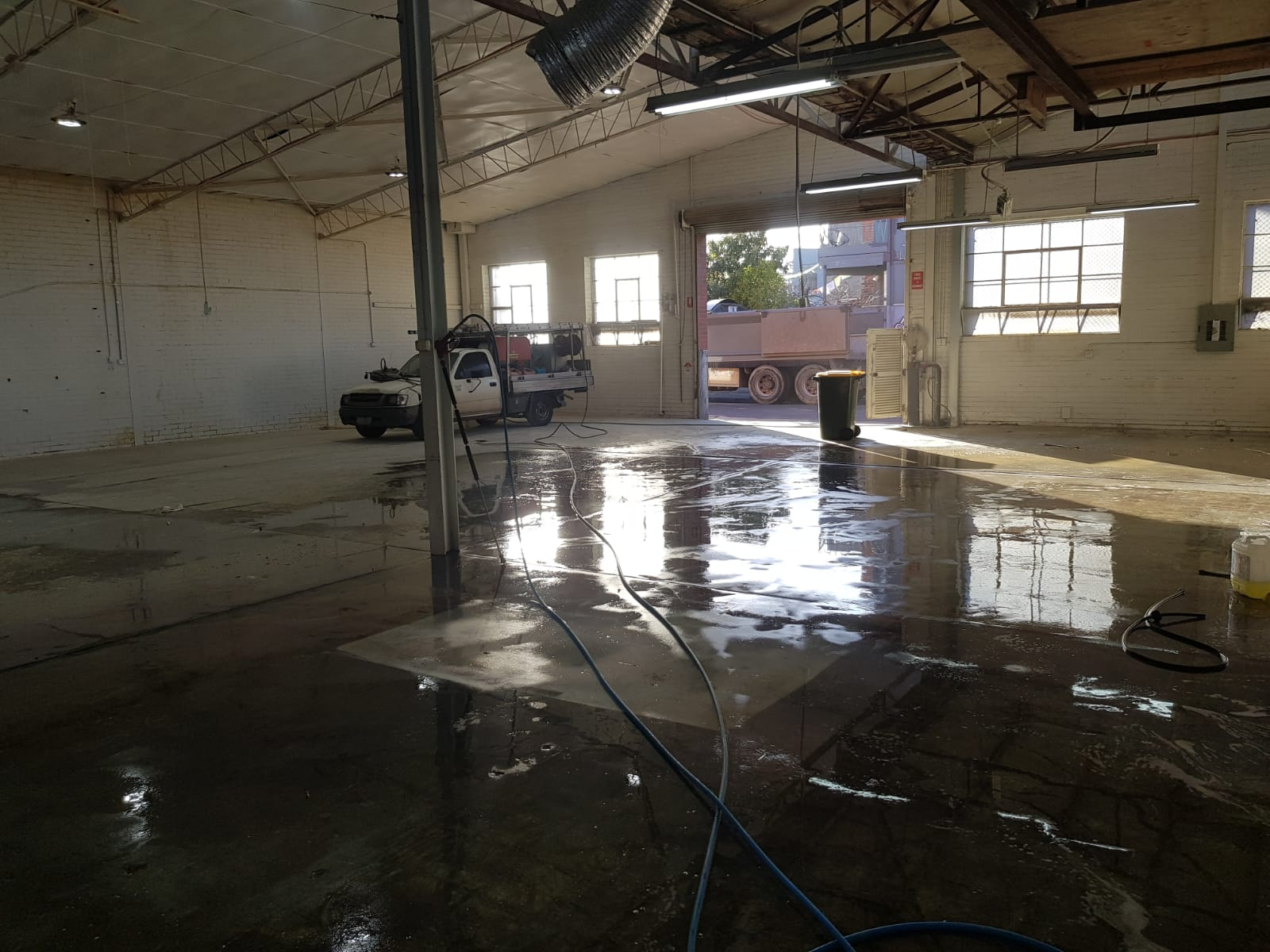 Wharehouse pressure wash cleaning Derrimut